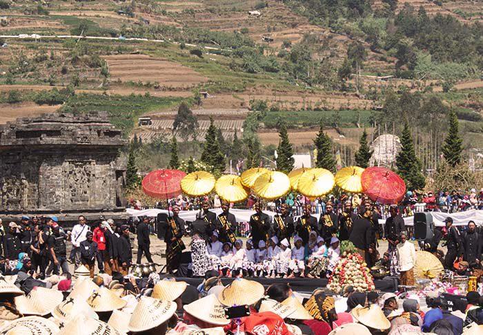 trip dieng culture festival